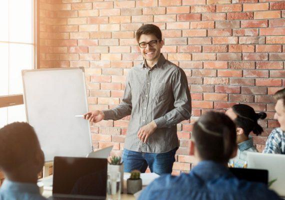 Batendo metas: como montar e motivar uma equipe de vendas?